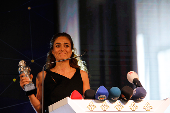 Basak Koklukaya collecting Best Actress Award