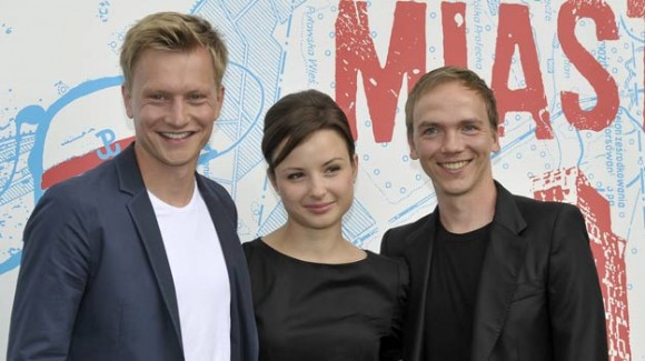 City'44 cast Kuba Wesołowski (L) and Anna Próchniak (C), with director Jan Komasa (P)